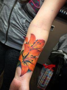 Tiger Lily Tattoo by Liz Venom - Tattoo Pins Lily Flower Tattoos, Flower Tattoo Meanings, Feather Tattoos, Rose Tattoos, Body Art Tattoos, Bird Tattoos, Wrap Tattoo, Lace Tattoo, Tattoo Black