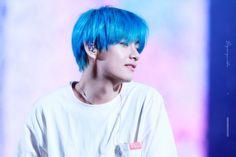 Taehyung Blue hair V Bts Daegu, Btob, Mamamoo, Big Bang, Bts Love Yourself, Kim Taehyung, Yoongi, Bts Bangtan Boy, Hoseok Bts