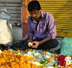 Торговец цветами. Ахмадабад. Индия