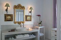 #yunanistan #greece #santorini #hotel #hotels #travel #website #boutiquehotel #booking #selection #seyahat #gezi #tatil #banyo #dizayn #design #bath #bathroom #lights #lighting