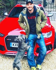 That look.drives me crazy! Tom Hardy Dog, Tom Hardy Actor, Tom Hardy Photos, Toms, Man And Dog, Hollywood, Good Looking Men, Karl Urban, Gorgeous Men