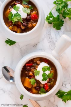 Squeeze more veggies in your diet this winter with this easy, healthy, and comforting Slow Cooker Butternut Squash Chili. Slow Cooker Recipes, Cooking Recipes, Butternut Squash Chili, Chili Ingredients, Great Northern Beans, Fabulous Foods, Christmas Recipes, Crock Pot, Glaze