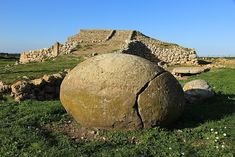 Monte d'Accoddi, SardiniaMonte d'Accoddi is a Neolithic site in northern Sardinia, located in the territory of Sassari near Porto Torres. Stonehenge, Romantic Vacations, Romantic Travel, Anthropology Major, Step Pyramid, Site Archéologique, Old Things, Things To Come, Sardinia Italy