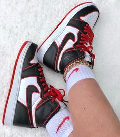 Jordan 1 Bloodline For only € -Orders: www. Jordan Shoes Girls, Air Jordan Shoes, Girls Shoes, Shoes Women, Women Sandals, Zapatillas Nike Basketball, Zapatillas Nike Jordan, Nike Air Shoes, Nike Shoes Outlet
