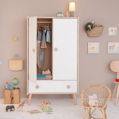La nouvelle chambre Fifti Moulin Roty : L'armoire déclinable en 5 couleurs !