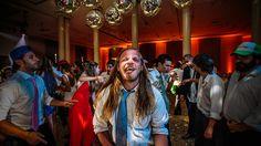 "No sé si serán los Rolling o si será ""la calor""... #ChristianHolzFotografo . . . #Boda #PreBoda #Novia #Sesion #Eventos #FotografoDeBodas #Casamiento #Matrimonio #Casorio #Fotografo #Vestido #CasamientosEnArgentina  #Bride #WeddingPhotographer #Wedding #PreWedding #Session #GettingReady #Love #Portrait  #Casamento #Noiva #Noivo #BuenosAires #Caba #Capital  #WPJAR #FearlessPhotographer #IgersBsAs"