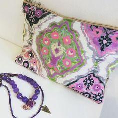 Idee cadeau - sac clutch pochette bandoulière imprimé éthnique, kilim suédine rose violet