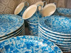 Vintage Dinnerware Set Splatter Blue Homer Laughlin Service for Eight Blue Sponge Pattern Dinnerware Service Blue Dinnerware, Vintage Dinnerware, Homer Laughlin, China Plates, Vintage Kitchen, Favorite Color, Stoneware, Vintage Items, Blue And White
