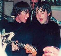 John Lennon and Paul McCartney drunkenly jamming in a hotel bar during the filming of Help! – 1965 : OldSchoolCool John Lennon and Paul McCartney drunkenly jamming in a hotel bar during the filming of Help! Foto Beatles, Beatles Love, Les Beatles, John Lennon Beatles, Beatles Photos, John Lennon Quotes, Imagine John Lennon, John Lennon And Yoko, Beatles Songs