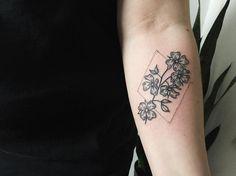 i want to get a tattoo of dogwood flowers my style pinterest rh pinterest com dogwood tattoo on redhead dogwood tattoo ideas