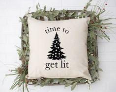 Funny Throw Pillows, Diy Pillows, Couch Pillows, Christmas Humor, Christmas 2019, Christmas Ideas, Christmas Tree, Christmas Towels, Christmas Canvas