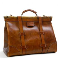 Sandast- Clint Leather Travel Bag. Suitable for a nice steampunk outfit :)