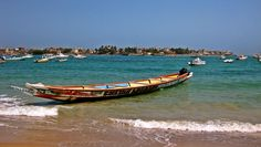 You can take a pirogue in Ngor to go to Ngor island.