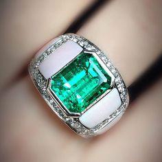 #scavia #jewel #jewelry #jewellery #ring #handmade #handmadejewelry #madeinitaly #design #white #gold #gems #diamonds #colombian #emerald #pink #shell #look #love #precious