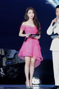 Korean Singer and Actress Lee_Ji_Eun Stage Outfits, Kpop Outfits, Cute Outfits, Kpop Fashion, Korean Fashion, Asian Woman, Asian Girl, Kpop Mode, Korean Model