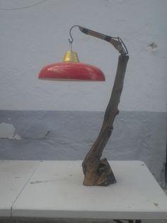 lampara reciclaje .rama de olivo y tulipa antigua de  chapa