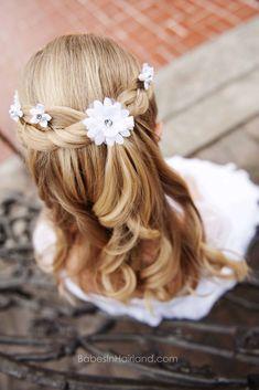 Das Kleid aus weißer Eleganz - Neue Damen Frisuren The dress of white elegance Kids Hairstyles For Wedding, Flower Girl Hairstyles, Little Girl Hairstyles, Cute Hairstyles, School Hairstyles, Updo Hairstyle, Black Hairstyle, Hairstyle Wedding, Beautiful Hairstyles