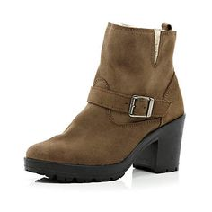 River Island beige block heel biker boots A great pair of boots for winter. Lined with fur for warmth too! Great with those skinny jeans and a woolly jumper. Shoe Boots, Ankle Boots, Shoes, Fashion Heels, Fashion Outfits, Wooly Jumper, River Island Fashion, Anniversary Present, Biker Boots