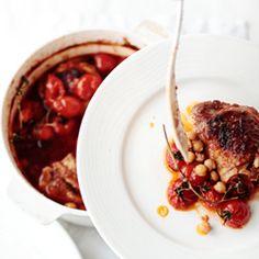 Casserole z kurczakiem, pomidorami i ciecierzycą