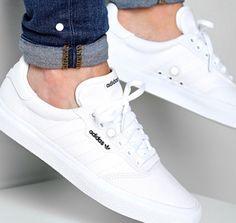 Footwear - adidas Baskets Vulc Footwear White Gold Metallic LaBoutiqueOfficielle com Best White Sneakers, White Shoes Men, White Trainers Men, White Sneakers Outfit, Vans Outfit, Mens Trainers, Mens Fashion Shoes, Sneakers Fashion, Fashion Outfits
