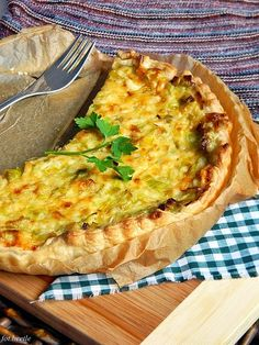 Tarta porowa Empanadas, Food N, Food And Drink, Easy Cooking, Cooking Recipes, Quiche, Appetizer Salads, Appetizers, Polish Recipes
