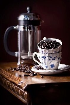 Cafe or cafee or Cafe' Coffee Talk, I Love Coffee, Black Coffee, Coffee Break, My Coffee, Coffee Drinks, Morning Coffee, Coffee Shop, Coffee Cups
