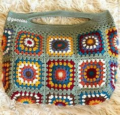 Put those crochet granny squares from odd wool balls to great use with this insp. Put those crochet granny squares from odd wool balls to great use with this insp… – JALE FAHİR Motifs Granny Square, Sunburst Granny Square, Granny Square Bag, Granny Squares, Crochet Mandala Pattern, Crochet Squares, Easy Crochet Patterns, Crochet Granny, Crochet Handbags