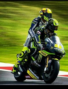 Crutchlow gives Rossi a lift after silverstone race 2013