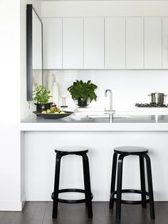 Kitchen - breakfast bench and island. Simple and gorgeous
