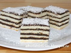 Layered cakes are the best, especially for holidays! Chocolate Crinkle Cookies, Chocolate Crinkles, Romanian Desserts, Romanian Recipes, Romanian Food, Lemon Layer Cakes, Chocolate Pastry, English Food, English Recipes