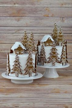Gingerbread Forest House Christmas cake #CakeDecoratingIdeas #GingerbreadHouse