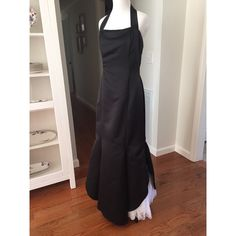 Vintage Jessica McClintock prom or pageant gown Beautiful Jessica McClintock trumpet/mermaid gown. Size 9/10 on tag, runs small more like 6/8. Halter is removable. White lace peekaboo at the hem. Simple & elegant!! Some discoloration on the inside lining from age. Jessica McClintock Dresses Prom
