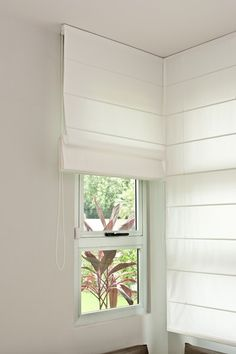 Roman Blinds as with any blind make an ideal solution for an awkward corner or Lounge Curtains, Drapes And Blinds, House Blinds, Blinds For Windows, Window Curtains, Roman Blinds, Home Room Design, Home Design Decor, House Design