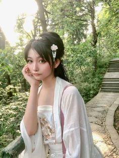 微博 Beautiful Japanese Girl, Beautiful Women, Female Pose Reference, Cute Asian Girls, Female Poses, Girl Cartoon, Cosplay Girls, Asian Beauty, Short Hair Styles