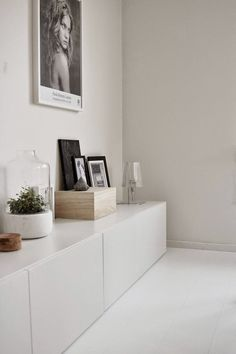 Ikea Besta integriert kreativ Einheiten in den Innenraum - IKEA BESTÅ - Living Room Interior, Home Living Room, Living Spaces, Interior Styling, Interior Decorating, Decorating Ideas, Interior Ideas, White Sideboard, Low Sideboard