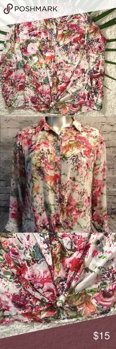 "Liz Claiborne Woman's Blouse Plus 1X Button Down Very Good Condition Sleeve is long or Button up for 3/4 Career 100% Polyester Bust 48"" Length 26"" this Blouse ties at the bottom Liz Claiborne Tops Blouses"