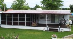 trailer mounted screen porch from screenhousesunlimited.com