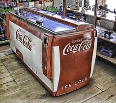 Vintage Coke Cooler (still works!) in General Store - I remember these, getting a soda pop. Coca Cola Vintage, Coca Cola Drink, Cola Drinks, Pepsi Cola, Coke Cooler, Coke Machine, Soda Machines, Vending Machines, Always Coca Cola