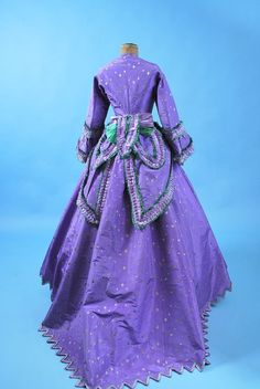1860 extant lavender gown w/ green trim.  I'm pretty sure that I was born in the wrong time period.