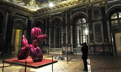 Balloon Dog, part of Jeff Koons's show at the Chateau de Versailles