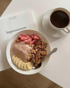 Yummy breakfast and coffee Cute Food, I Love Food, Good Food, Yummy Food, Food Porn, Aesthetic Food, Best Breakfast, Morning Breakfast, Food Inspiration