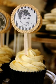 Hollywood Glam Party cupcakes with audrey hepburn Old Hollywood Party, Old Hollywood Glamour, Hollywood Theme Party Food, Hollywood Birthday Parties, Cupcake Party, Cupcake Cakes, Cupcake Ideas, Cupcake Toppers, 40th Birthday Themes