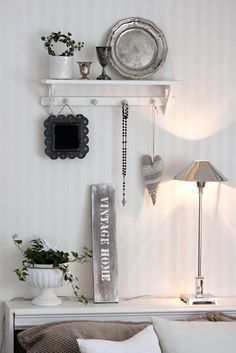 This mix of wood and metal in soft greys looks really fresh. I like the hooks under the shelf. Shabby Chic Bedrooms, Shabby Chic Homes, Shabby Chic Furniture, Vintage Shabby Chic, Shabby Chic Style, White Home Decor, Country Chic, Cottage Style, Room Inspiration