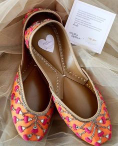 Traditional Indian shoes - ladies shoes of Punjab CLICK Visit link above for more info. Get your punjabi jutti today. Bridal Shoes, Wedding Shoes, Bridal Footwear, Wedding Dresses, Indian Shoes, Comfy Shoes, New Shoes, Women's Shoes, Shoes Style