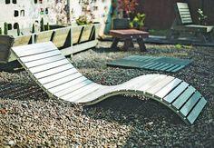 MUEBLES. Las tablas sintéticas son ideales para fabricar equipamiento para el jardín (Recowood). Pool Lounge Chairs, Steel Furniture, Outdoor Furniture, Outdoor Decor, Sun Lounger, Ideas Para, Armchair, Relax, Doors