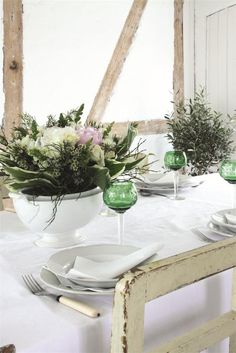 Gypsy Purple home. Table Arrangements, Table Centerpieces, Table Decorations, Flower Arrangements, Jeanne D'arc Living, Outdoor Table Settings, Outdoor Tables, Outdoor Play, Fresco