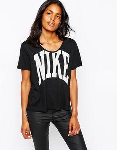Nike – T-Shirt mit großem Logo