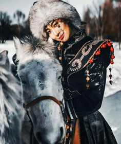 Estilo Country, Oriental Fashion, Horse Girl, World Cultures, Photomontage, People Around The World, Female Characters, Traditional Outfits, Asian Woman