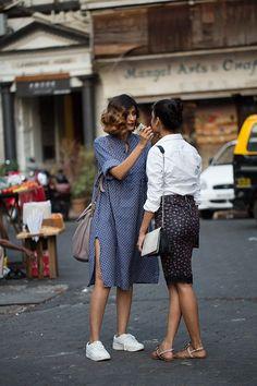 Street Style : On the Street.Drashta & Jahnavi Mumbai (The Sartorialist) The Sartorialist, Look Street Style, Street Chic, Street Styles, Street Wear, Paris Street, Looks Style, Looks Cool, Look Fashion