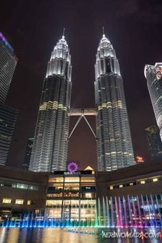 Planning on going to Malaysia´s capital and wonder what to do in Kuala Lumpur? Here is our list of the best things to do in Kuala Lumpur! Find the best shopping, attractions, and food. Kuala Lumpur is a great city to visit! Kuala Lumpur Shopping, Kuala Lumpur Travel, Good Things, Things To Do, Petronas Towers, Empire State Building, Amazing Buildings, Asia Travel, Architecture